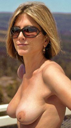 jennifer aniston naked titties