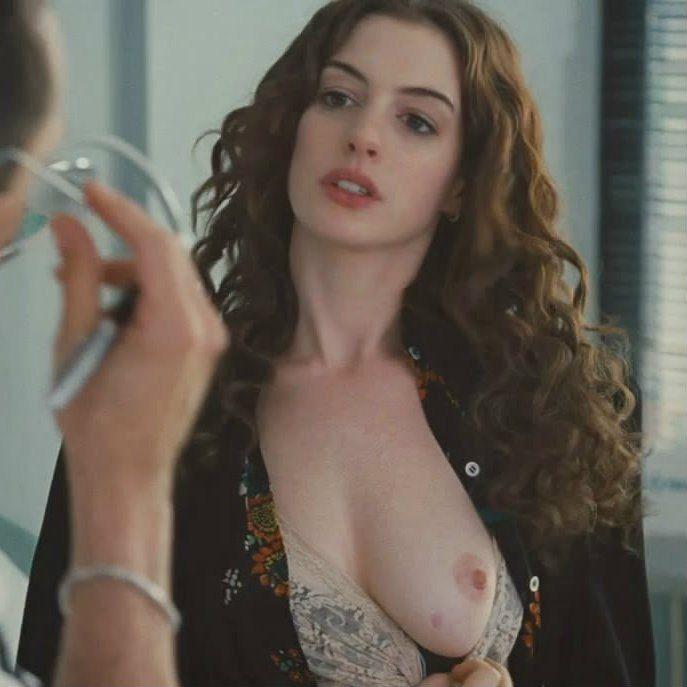 Clark nackt Annie  St. Vincent